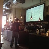 รูปภาพถ่ายที่ Kaffe 1668 โดย Tina Y. เมื่อ 6/1/2013