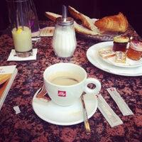 Foto tirada no(a) Grand Café des Négociants por Diane G. em 5/29/2013