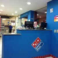 Foto tirada no(a) Domino's Pizza por Atsunori A. em 11/14/2012