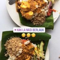 Photo taken at Kedai Kak La Nasi Berlauk Sohor by Mohd Zulazreen M. on 10/21/2017