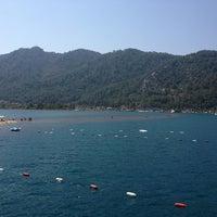 รูปภาพถ่ายที่ Kız Kumu Plajı โดย ebruubaykall เมื่อ 6/28/2013
