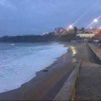 Foto tirada no(a) Praia de São Pedro do Estoril por Nuno B. em 12/15/2012