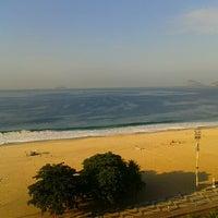Foto tirada no(a) Atlântico Praia Hotel por Mariana V. em 6/17/2013