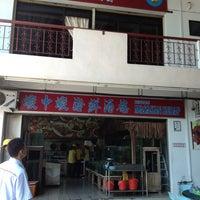 Photo taken at Restoran Masakan Sedap by izzy d. on 7/23/2013