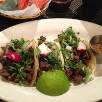 Foto tirada no(a) Two Lizards Mexican Bar & Grill por Natalie G. em 1/31/2014
