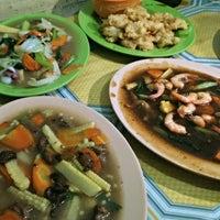 Photo taken at Pondok Rizky 99 Seafood by Setyo D. on 8/23/2014