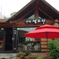 Photo taken at 카페 멜로디 by Seunghoo L. on 6/19/2013