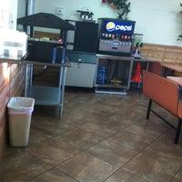 Foto tomada en Roberto's Taco Shop por Christine D. el 7/14/2013