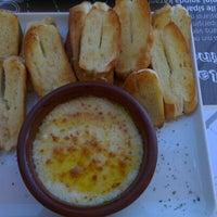 10/14/2012 tarihinde Yavuz K.ziyaretçi tarafından Olivia's Pizzeria'de çekilen fotoğraf