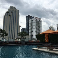 Photo taken at Outdoor Pool by JYLEE on 9/13/2016