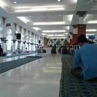 Photo taken at Masjid Jamek Kuala Lumpur by Arib I. on 8/3/2013