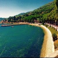 Photo taken at Narlı Beach Club by Melih Can on 7/26/2015