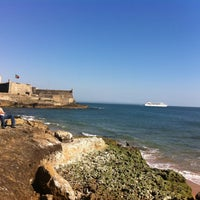 Foto tirada no(a) Praia de Carcavelos por Albita V. em 5/3/2013