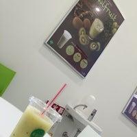 Photo taken at 果汁工房 果琳 イオン新潟青山ショッピングセンター店 by Хомура С. on 6/1/2016