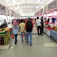 Photo taken at Bazaar Ramadhan Bandar Pusat Jengka by Kadam A. on 7/11/2013