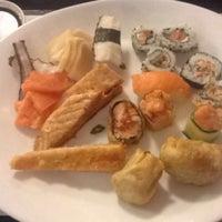 Foto tirada no(a) Hatti Sushi por Daniele B. em 4/13/2016