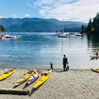 Photo taken at Deep Cove Outdoors by NatashaTheNomad on 7/4/2018