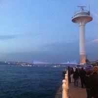 Das Foto wurde bei Üsküdar Deniz Feneri von Ahmet D. am 5/12/2013 aufgenommen