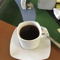 Foto scattata a La Sevillana Gourmet Café da Daniel O. il 11/19/2015