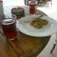 4/29/2013 tarihinde Ersin T.ziyaretçi tarafından Kıbrıs Pastanesi'de çekilen fotoğraf