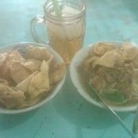 Photo taken at Mie ayam Putra Solo Wlingi by Indigo J. on 4/29/2013