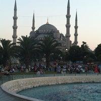 Foto diambil di Sultanahmet Meydanı oleh Hakan Y. pada 7/24/2013