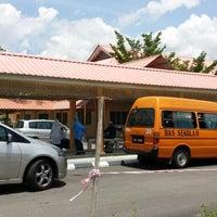 Photo taken at Sekolah Kebangsaan Taman Desaminium Seri Kembangan Selangor by اذهر اهمد نسڤو on 10/16/2013