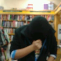 Photo taken at Livraria Saraiva by Vinicius F. on 5/30/2013