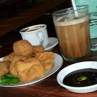 รูปภาพถ่ายที่ Restoran & Wisata Air Alam Sari โดย kiki r. เมื่อ 9/13/2015