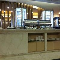 Photo taken at Esplanade Lounge by kiki r. on 11/1/2015