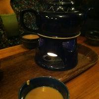 Foto scattata a The Random Tea Room da Ryan M. il 1/6/2013