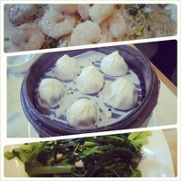 Photo taken at Ding Tai Fung Shanghai Dim Sum 鼎泰豐 by Fashion E. on 7/7/2013