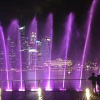 Das Foto wurde bei Wonder Full (Light & Water Show) von TyPond☀️ P. am 1/11/2013 aufgenommen