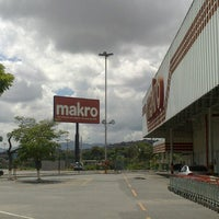 Photo taken at Makro by Plinio M. on 12/28/2013