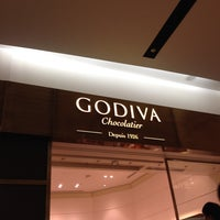 Photo taken at Godiva Hankyu Nishinomiya Gardens by SAKURA on 9/23/2013