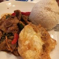 Das Foto wurde bei PuTawn Local Thai Kitchen von Terri C. am 11/21/2016 aufgenommen