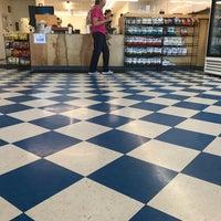 Foto tirada no(a) Oak Island Sub Shop & Salads por Nick N. em 9/26/2017