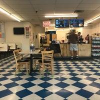 Foto tirada no(a) Oak Island Sub Shop & Salads por Nick N. em 2/20/2018