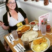 Foto diambil di Jerry Bobs Resturant oleh Blakely L. pada 5/1/2016
