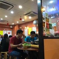 Photo taken at Kwan Kee Claypot Rice by Jason L. on 11/20/2016