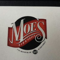 Photo prise au Moe's bar & grill par Eileen C. le8/6/2013