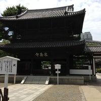 Foto scattata a Sengakuji Temple da ひがぎん il 7/21/2013