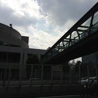 Photo taken at 希望の橋 (ブリッジ渋谷21) セルリアンタワー前歩道橋 by ひがぎん on 8/29/2013