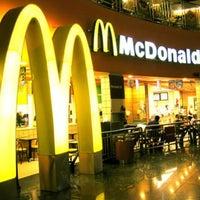 Foto tirada no(a) McDonald's por Bruna R. em 7/10/2013