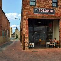 Foto scattata a La Colombe Coffee Roasters da Kristen K. il 8/7/2014