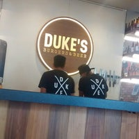 รูปภาพถ่ายที่ DUKE'S BURGERS & BEER โดย Diana R. เมื่อ 7/28/2017