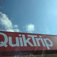 Foto scattata a QuikTrip da Jenny M. il 5/27/2013