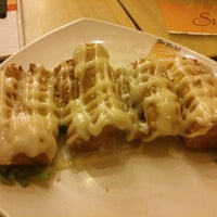 Photo taken at Qua-Li Noodle & Rice by Priyadi H. on 4/22/2014
