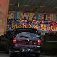 Photo taken at Dinar car wash by Antonius S. on 7/19/2014