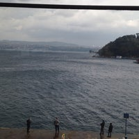 10/18/2013 tarihinde Oğuz D.ziyaretçi tarafından Diba Bar'de çekilen fotoğraf